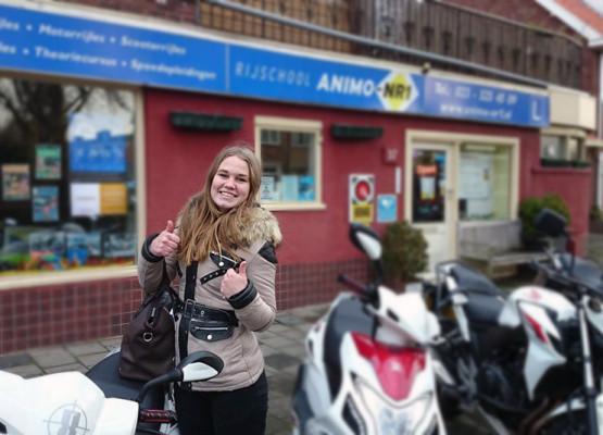 Bromfietsrijles bij Bromfietsrijschool Animo-Nr.1 in Haarlem